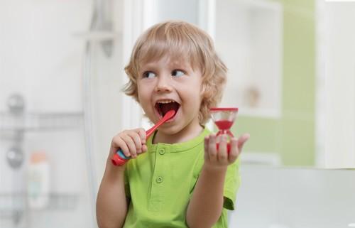 Kind Zahnpflege
